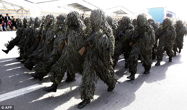 Camo Iranian soldiers