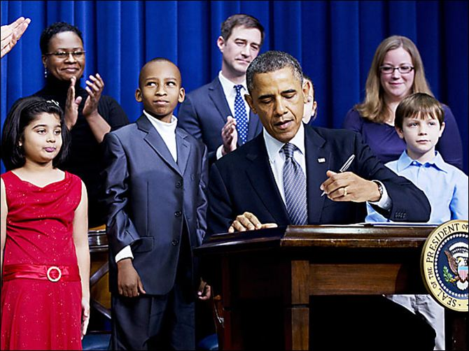 Barack Obama surrounds self with children for gun control