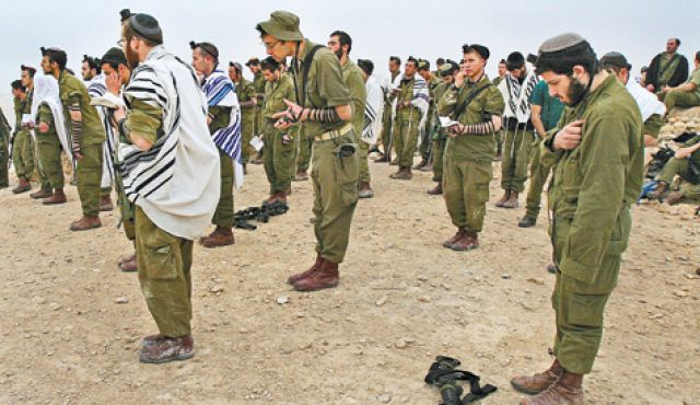 Israeli soldiers praying