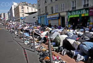 Muslims praying on Paris streets