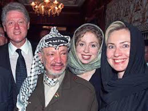 Hillary getting friendly with Yassir Arafat's wife, Suha